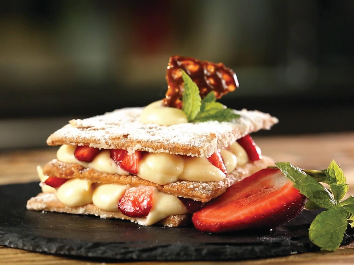 Millefeuille cu cremă de vanilie și căpșuni