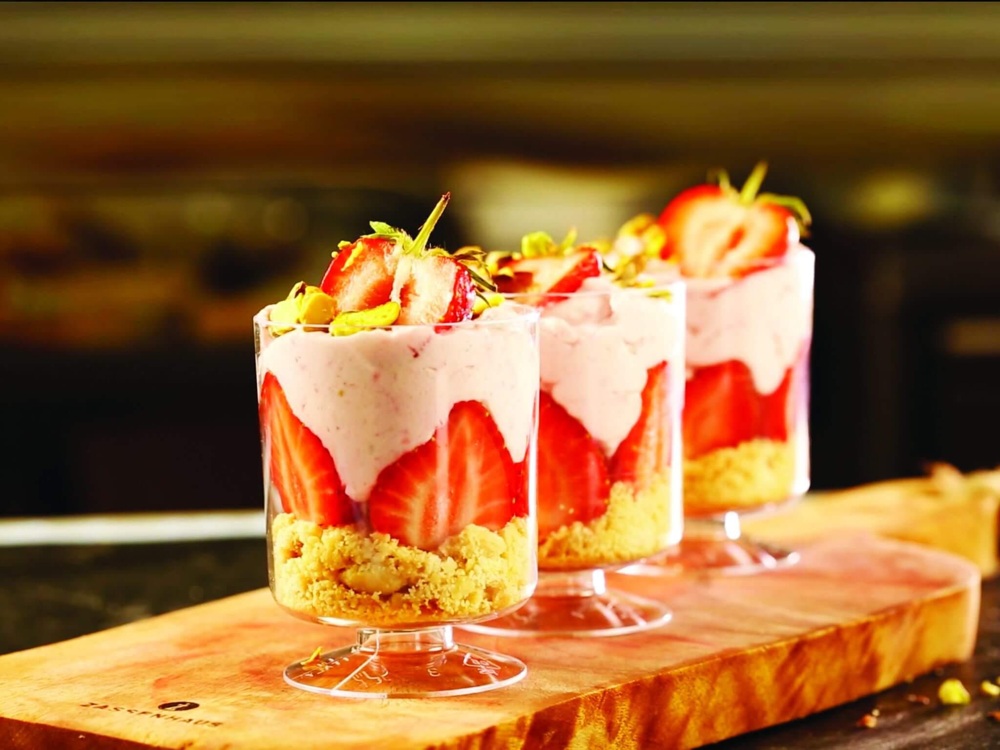 Spumă de căpșuni cu biscuiți